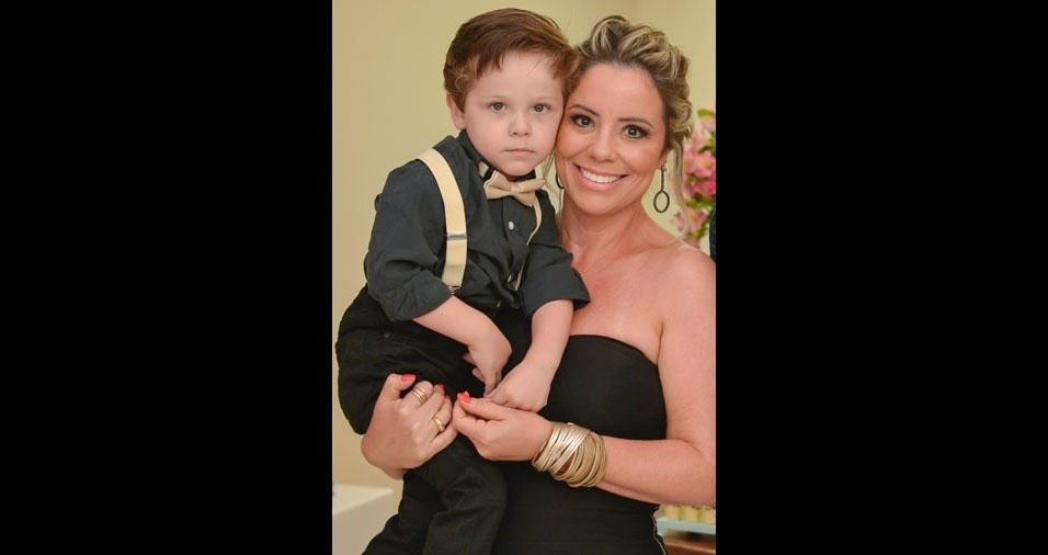 Vovó Nivea Nunes Saraiva com o netinho Miguel, de Pelotas (RS)