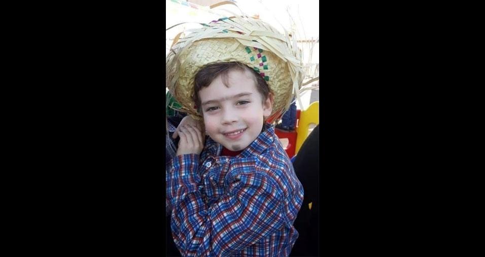 Angelica Biche, de Pelotas (RS), enviou foto de seu pequeno caipirinha Isaac, de quatro anos