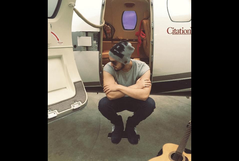 10.abr.2017 - Avião é usado por Luan Santana para chegar às cidades onde se apresenta