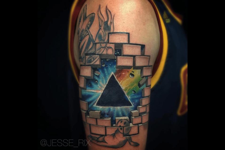 2.jun.2017 - Especialidade do tatuador Jesse Rix são os desenhos com referências místicas
