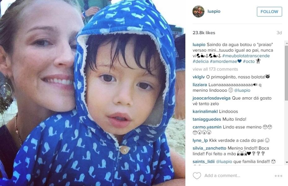 21.jan.2016 - Luana Piovani posa com o filho mais velho, Dom.