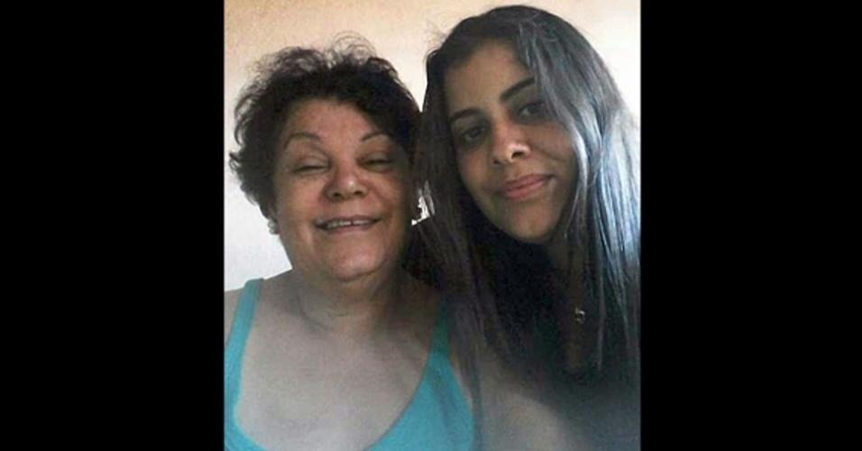 """Bruna de Queiroz Paulino, de Araçatuba  (SP), com a sua """"linda vozinha Yolanda dos Santos, em um domingo na casa dela"""""""