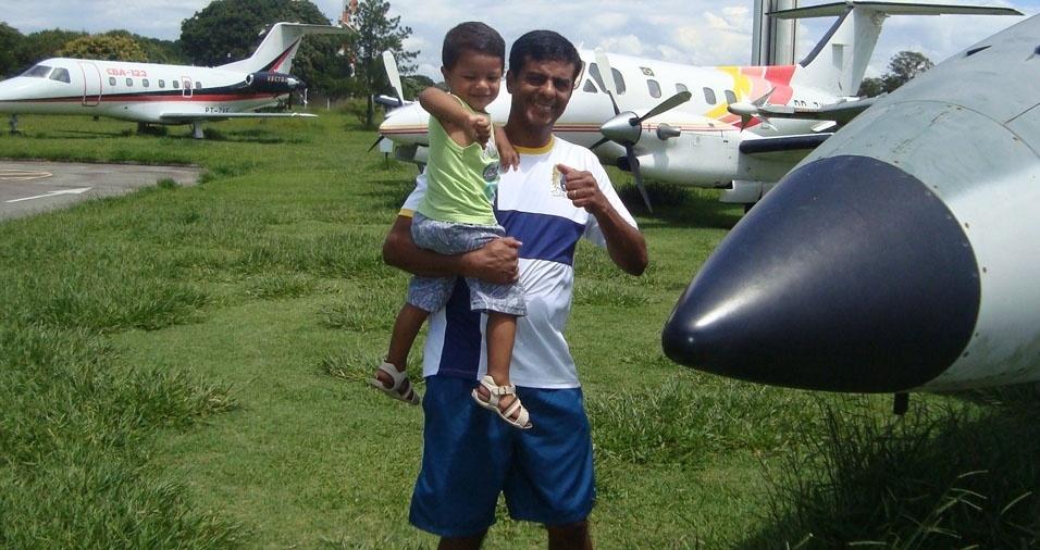 Papai Anderson com o filho Bruno, de São José dos Campos (SP)