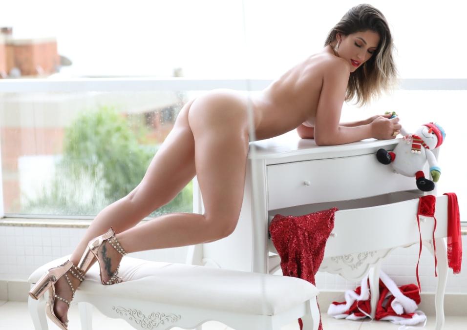 Ana Lúcia Fernandes mostra suas curvas em ensaio quente para o Diamond Brazil
