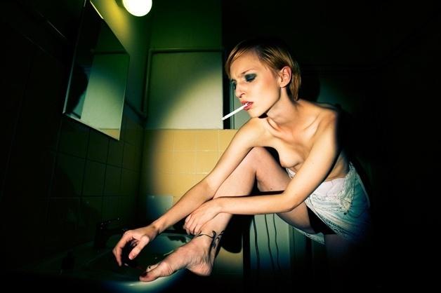 19.abr.2016 - Embora o desejo sexual esteja em cada retrato, a ideia do trabalho é manter presente o potencial artístico e reflexivo que muitas vezes se diluem nesse tipo de ensaio