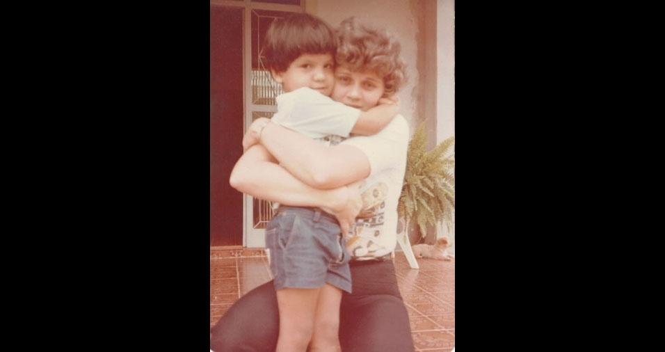 Jean de Carvalho e a mamãe Anacleide, de Conceição do Araguaia (PA)