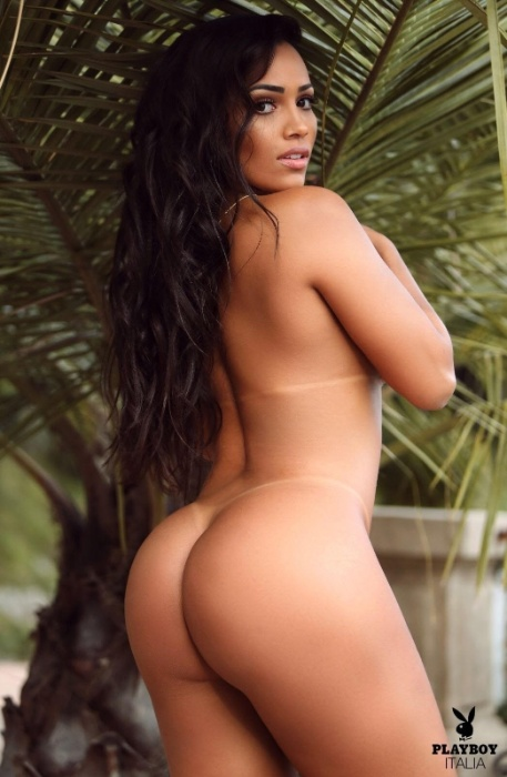 3.mai.2018 - Katiely Kathissumi posa nua para a Playboy italiana