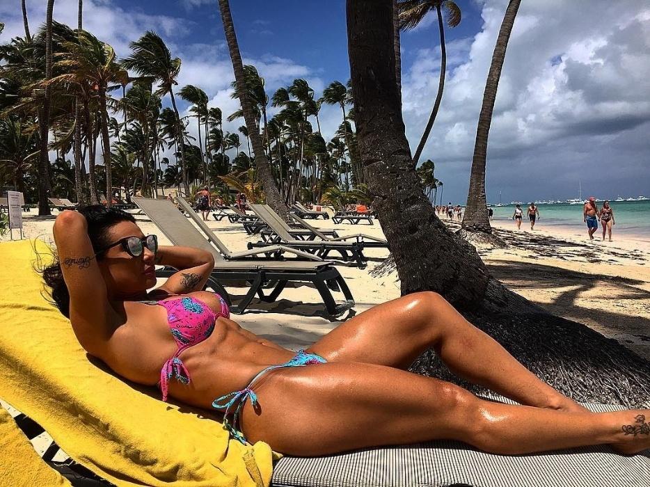"""12.mar.2016 - De férias na República Dominicana, a dançarina Scheila Carvalho publicou no Instagram as fotos do paraíso tropical. A eterna """"morena do Tchan"""" posou de biquíni aproveitando o sol do Caribe, chamando a atenção dos fãs"""