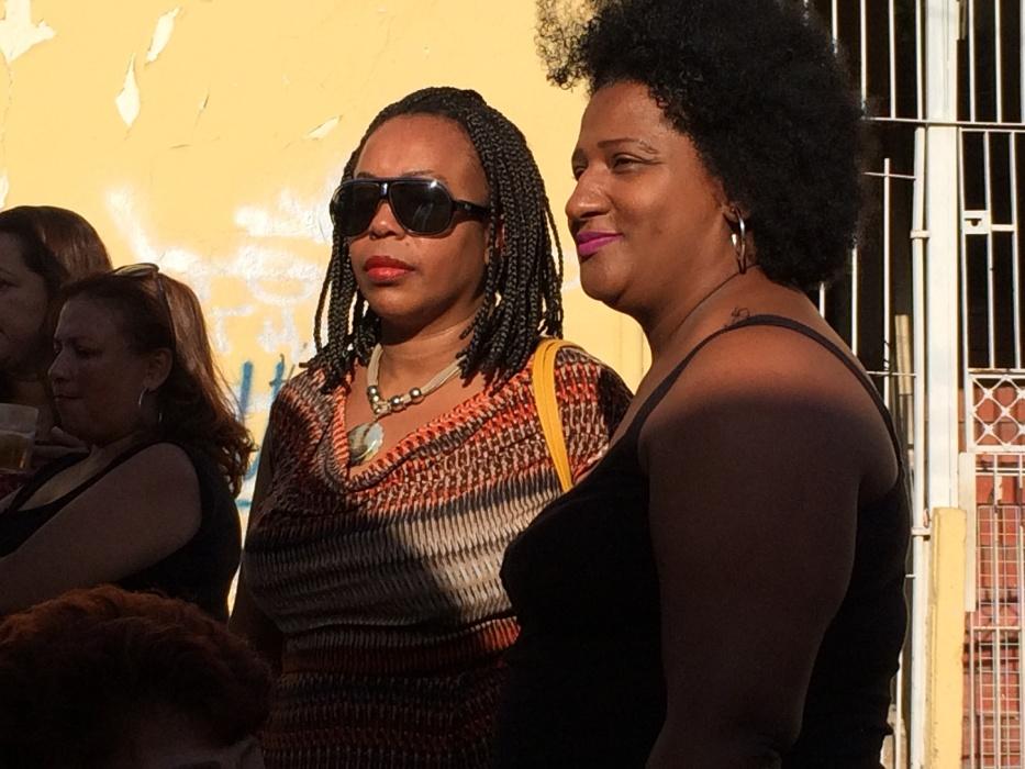 20.mai.2016 - Samba na feira. Comunidade aprecia e aproveita o tradicional Samba na Feira, no Jardim Primavera, na zona norte de São Paulo