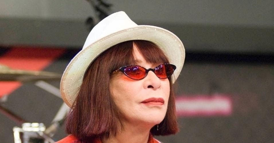 """4.jul.2009 - Rita Lee no programa """"Altas Horas"""", da Globo"""