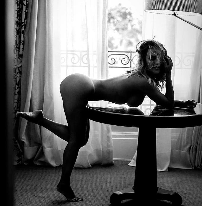 """31.mai.2018 - A musa fitness Dayse Brucieri gosta publicar fotos ousadas no Instagram: """"Adoro me expressar, me descabelar, ser eu mesma, menina mulher... me cuido para mim mesma, e compartilho com quem quer saber os meus segredos, mas os mais profundos poucos tem o privilégio de conhecer"""", disse na legenda."""