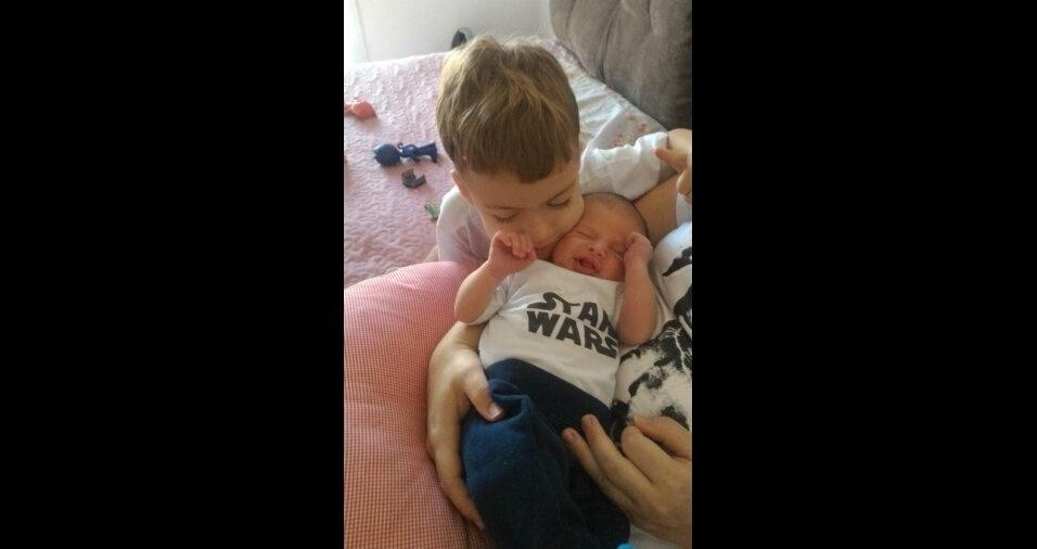 A Alessandra, de Espírito Santo do Pinhal (SP), mandou foto do Samuel, de quatro anos, e do Miguel, de seis meses