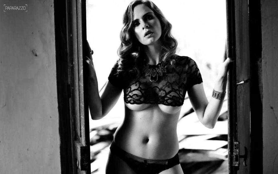 14.fev.2016 - Uau! A ex-BBB Ana Paula é a estrela de um dos ensaios sensuais dos ex-BBBs ao Paparazzo