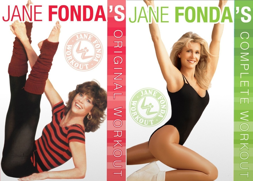 """1982 - Jane Fonda lança a fita de vídeo """"Workout"""" (""""exercício"""", à esquerda, em capa do DVD relançado em 2015) e vende milhões de cópias. Nos 13 anos seguintes estrela outros 21 vídeos de exercícios, incluindo """"Complete Workout"""" (1988, dir.)"""