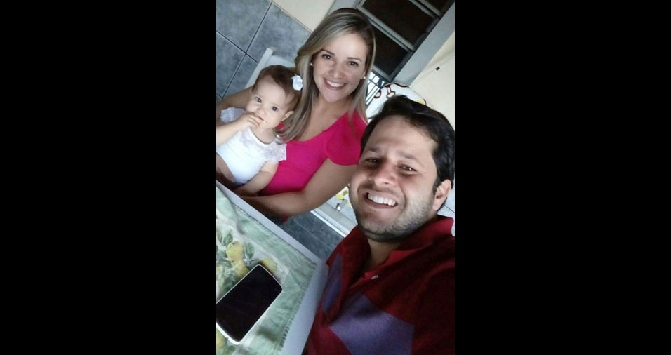 Papai Valvernagner Silva com a esposa e a filha Louise Helena