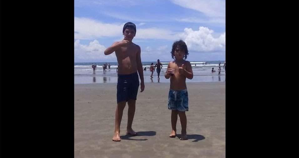 """O pai Julio César enviou foto dos filhos Davi, de oito anos, e Miguel, de cinco anos: """"Filhos, mesmo estando longe quero que saibam o quanto o vocês, beijos"""""""