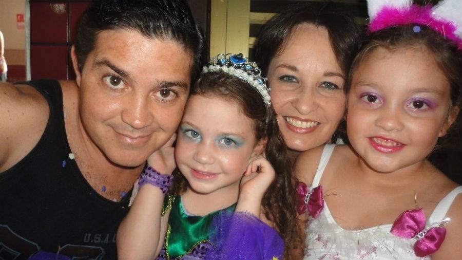 Vlademir Bimbati, de Araras (SP), em foto com a Edilene e as filhas Gabriela e Isabela