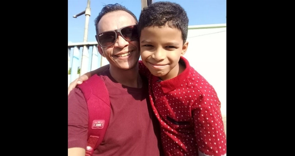 Anailton Silva dos Santos posou com o filho Ítalo Santos de Moraes direto de Itapevi (SP)