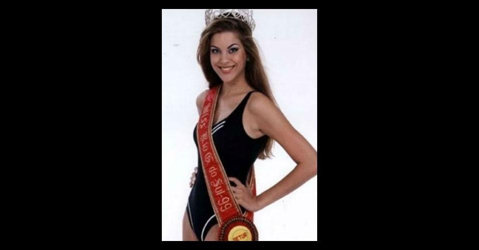 Bônus 3: Renata Bonfiglio Fan - A bem-sucedida apresentadora de TV não ficou entre as 15 finalistas do Miss Universo em 1999, mas nos últimos anos foi a mestre de cerimônia oficial do Miss Brasil
