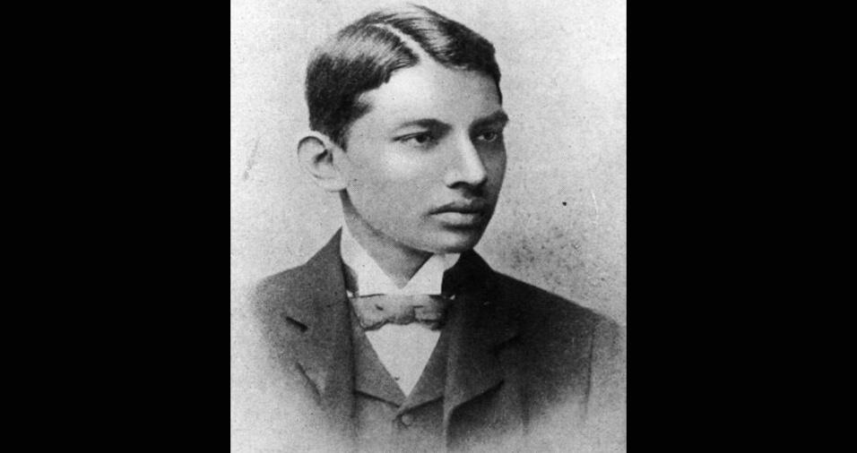 O estudante de direito Mahatma Gandhi, em 1887