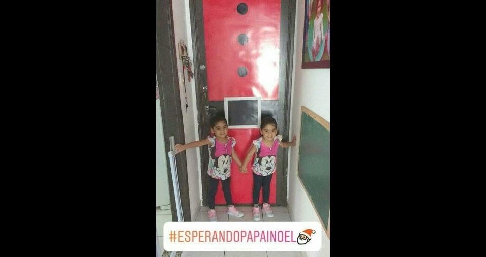 Ingrid Borges e Fábio Gomes enviaram foto das gêmeas Marina e Lívia Gomes, três anos, do Guarujá (SP)