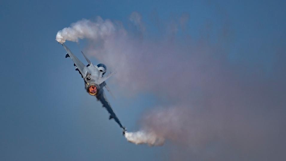 2017 - Geração anterior do caça sueco Gripen 39 participa de demonstração em feira aérea na Índia