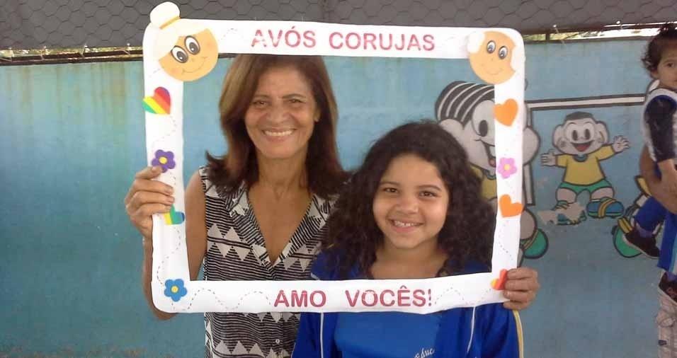 Joana, nove anos, com a vovó Virginia, de 63 anos. Elas moram no Rio de Janeiro (RJ)