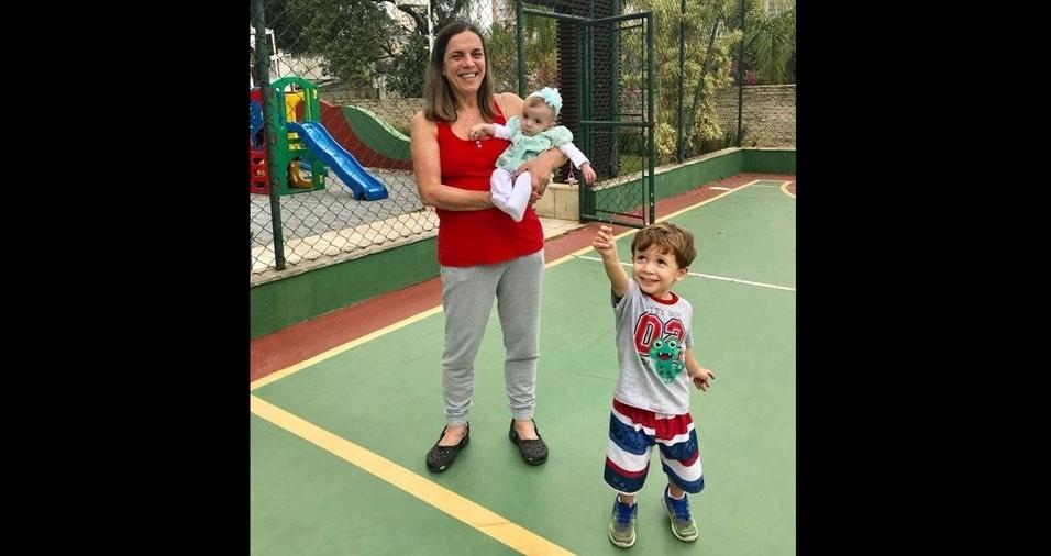 Vera Mercadante Oliva, de São Paulo (SP), com os netos Henrique e Luísa