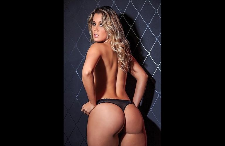 20.out.2016 - Bumbum é a parte preferida do corpo da catarinense, que tem 22 anos e já posou para a revista Sexy