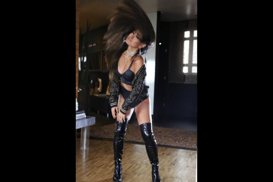 5.abr.2017 - Além de cantora, Missaka é compositora, atriz e bailarina