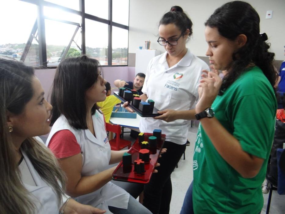 Resultado de imagem para Universitários de Sorocaba criam brinquedos que ajudam no tratamento de crianças com deficiência.