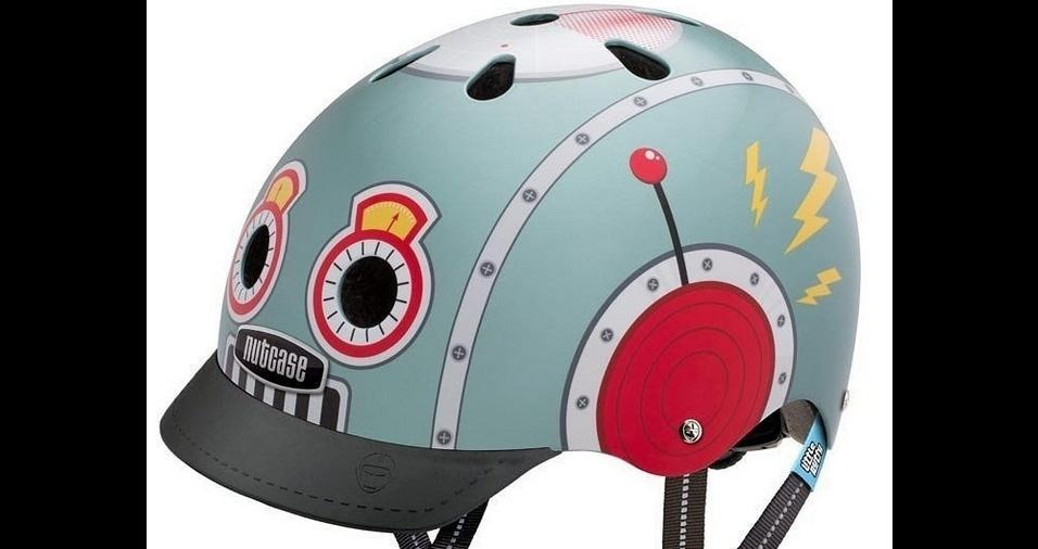 29. O capacete com aba já chama bastante a atenção nas ruas, e os modelos estampados são praticamente um acessório de moda