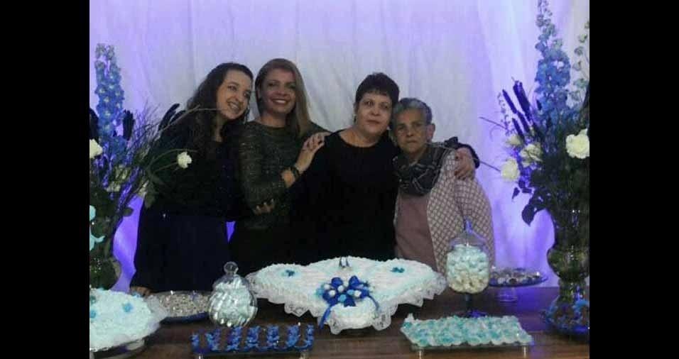 Ana Clara com a vovó Rosana e Caroline, com a vovó Joana. Elas são de São José dos Campos (SP)