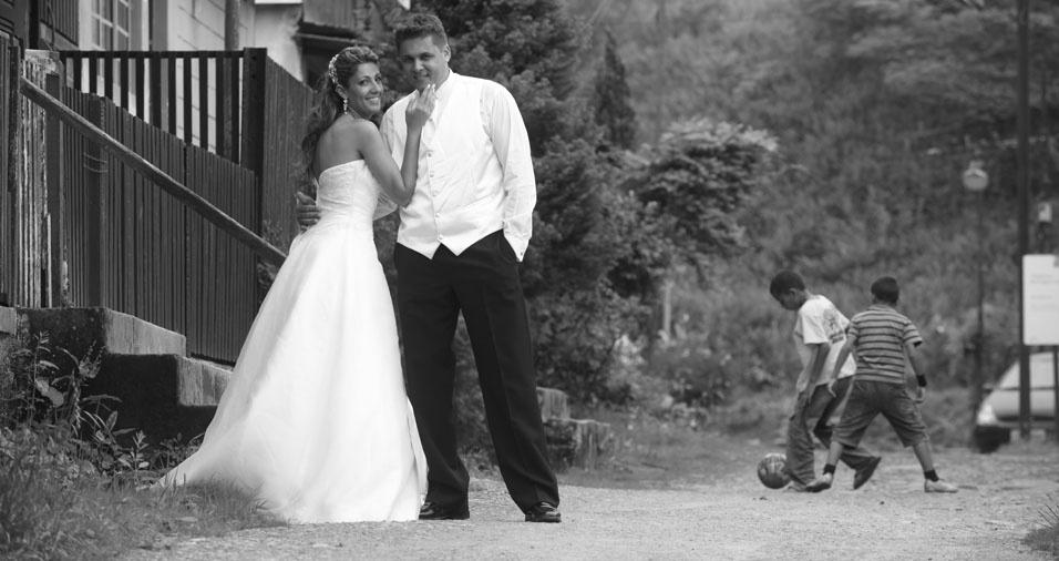 O casamento de Priscilla Pestana Clemente e Luiz Fernandes Clemente aconteceu no dia 16 de novembro de 2010, em Mogi das Cruzes (SP)