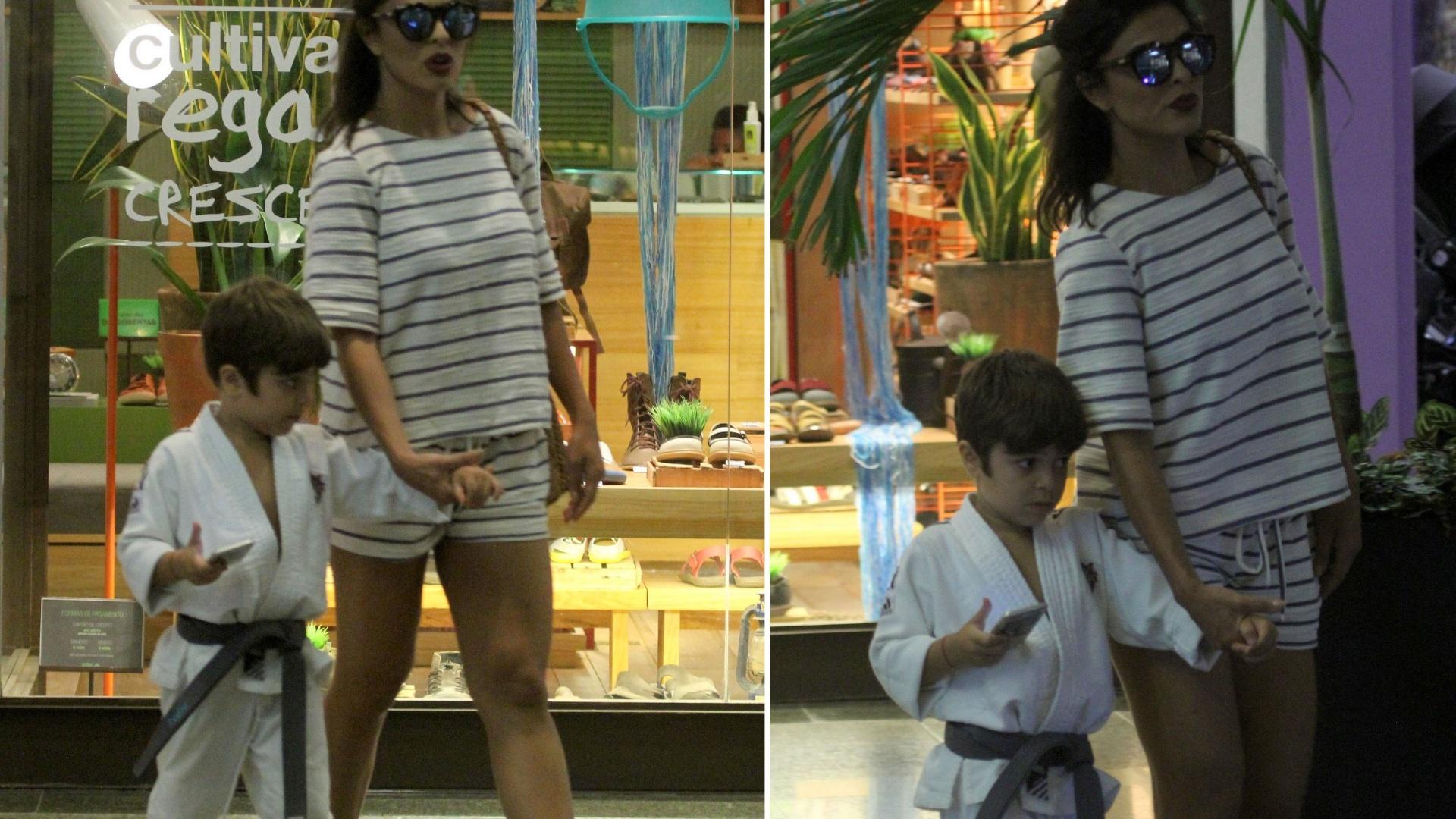14.mar.2016 - Juliana Paes acompanha o filho Pedro em shopping, no Rio de Janeiro