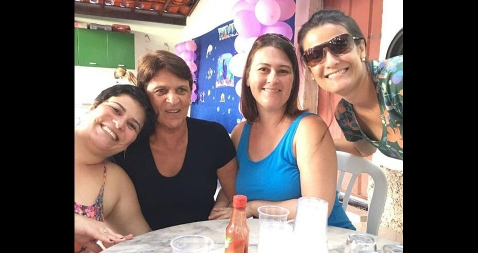 Maria posa com as filhas Raquel, Christiane e Erika. Elas são de Sabará (MG)