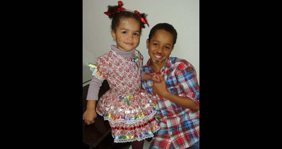 Os pais Christianne e Adriano enviaram a foto dos lindos caipirinhas Lucca, dez anos, e Sofia, dois anos