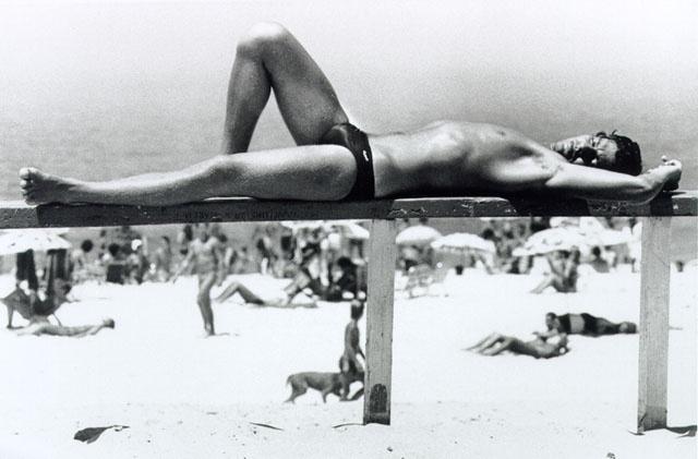 22.dez.2015 - Com uma exposição com apelo homoerótico, o fotógrafo Alair Gomes fez uma mostra que ficou em cartaz na Caixa Cultural São Paulo e mostrava fotos de ângulos sensuais de atletas de vários esportes dos anos 60
