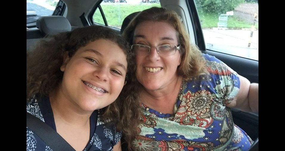 Bruna Piccineli com a mãe Sandra, em Cesário Lange (SP)