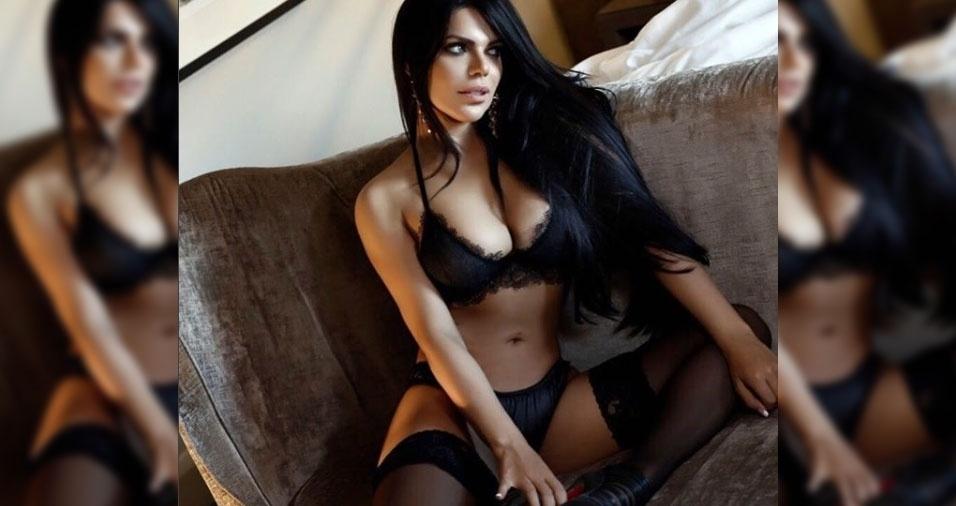 """30.nov.2017 - A Miss Bumbum 2015, Suzy Cortez, posou com uma lingerie toda preta, bem sensual, e provocou os milhares de seguidores no Instagram. """"Linda"""", """"Gostosa"""", comentaram alguns fãs da beldade."""