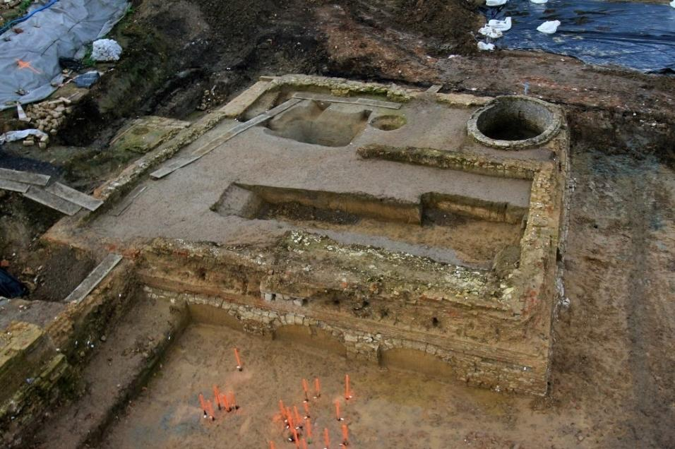 15.mar.2016 - Escavações arqueológicas encontraram restos do castelo de Phalecque