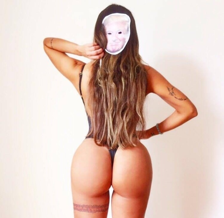 16.out.2017 - Protesto? Candidatas do Miss Bumbum usam máscaras de Donald Trump em ensaio especial para o Dia das Bruxas, comemorado dia 31