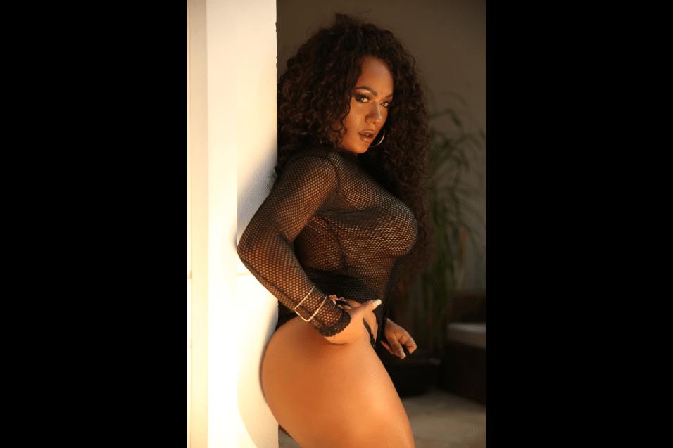 13.nov,2017 - Ensaio sensual de Kell Rosan para o Diamond Brazil vai ao ar no dia 15 de novembro
