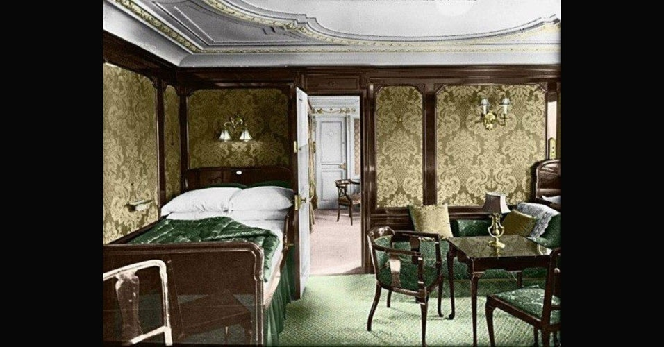 Imagem colorizada de um dos quartos de luxo do Titanic