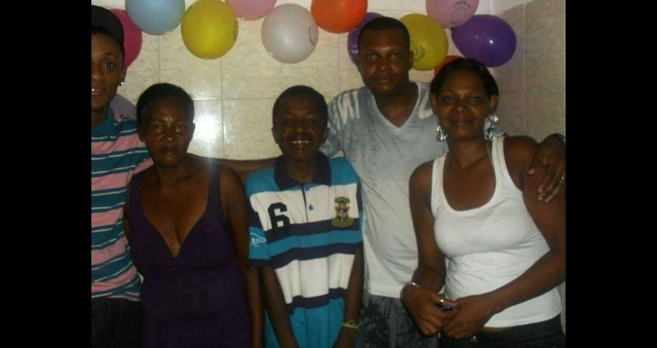 Gilberto, Gilmar, Pedro e Gilena com a mamãe Rita