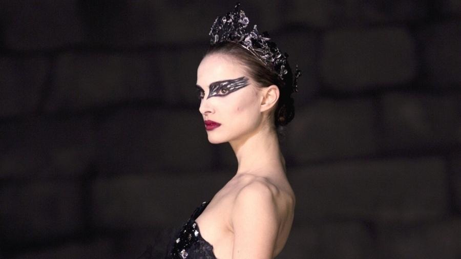 """A atriz Natalie Portman interpreta uma bailarina no drama psicológico """"Cisne Negro"""" - Divulgação"""