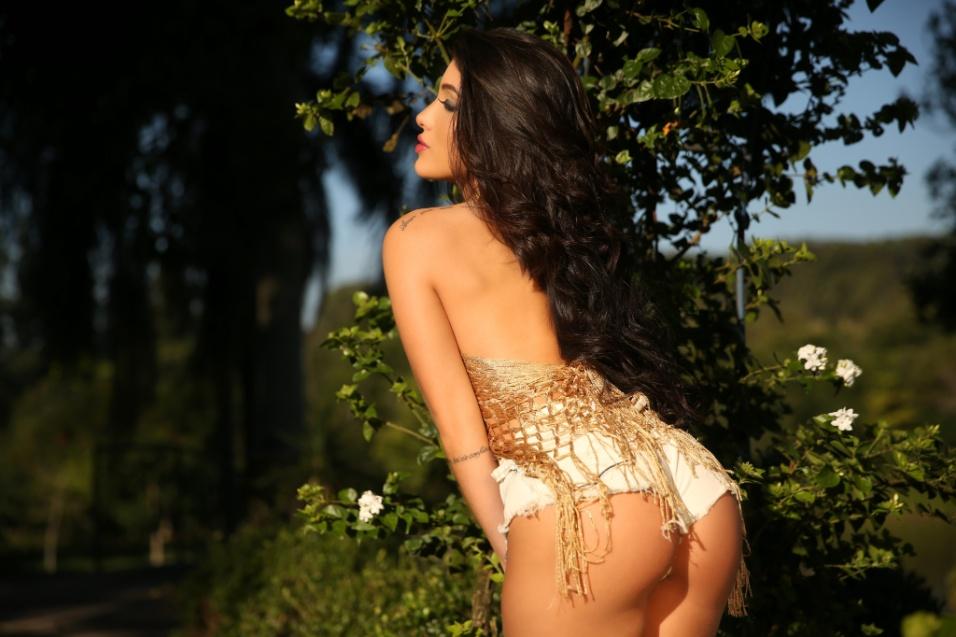 """8.jun.2017 - Além dos ensaios fotográficos, a paulistana de 22 anos também já passou pelo reality show """"Casa Bonita 6"""", exibido pelo canal Multishow"""