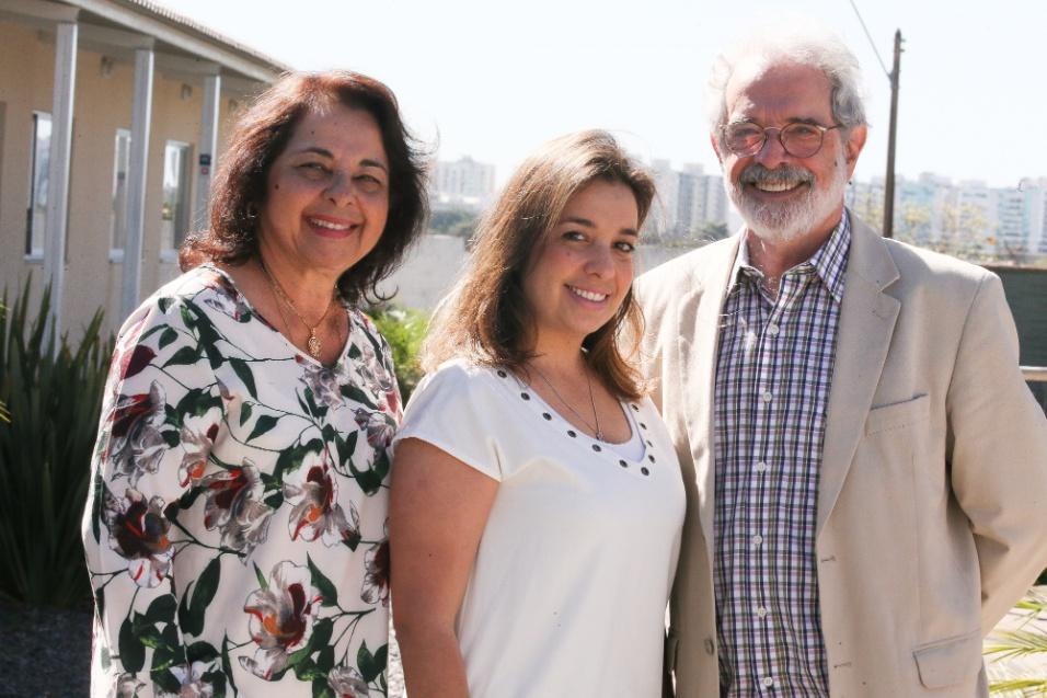ABRACE. A filha Joanna e o marido, Roberto Marini se orgulham do trabalho de Maria Ângela à frente da instituição. Desde a criação, em 1986, mais de 4250 famílias já foram assistidas na Abrace. Novecentas, só em 2017