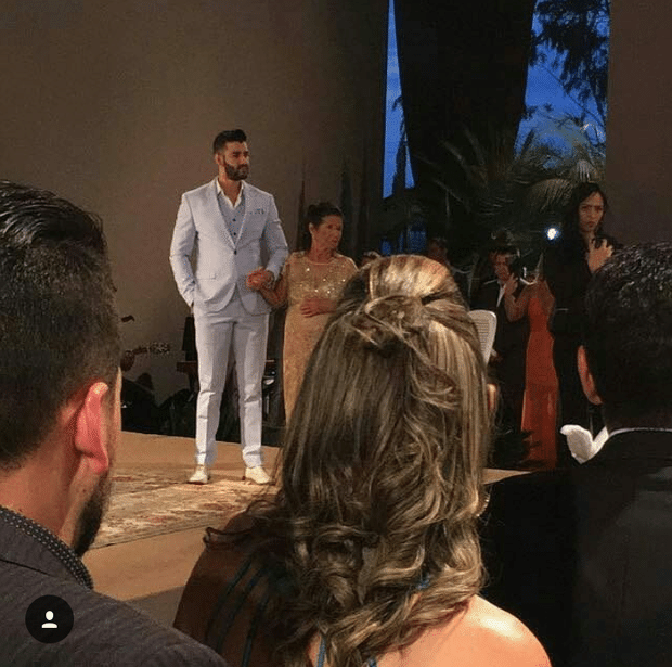 3.out.2016 - Gusttavo Lima aguarda Andressa Suita para celebrar mais uma vez a união. Os dois já estavam casados no civil desde dezembro de 2015