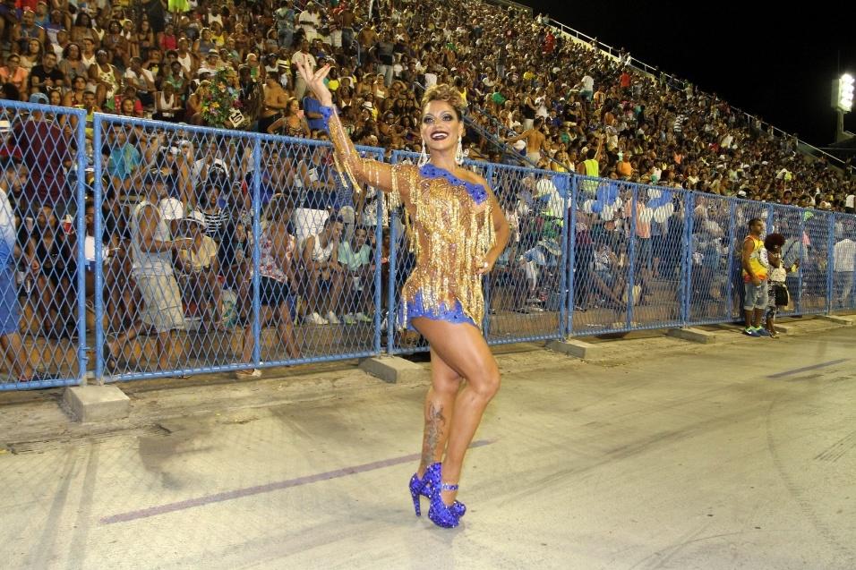 12.fev.2017 - Ana Paula Evangelista mostrou muita simpatia e jogo de cintura em ensaio na Marquês de Sapucaí